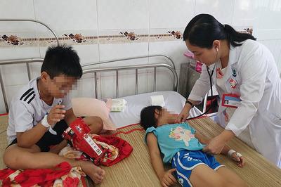 4 đứa trẻ ở Cần Thơ bị ngộ độc sau khi uống ly nước ngọt của mẹ đưa