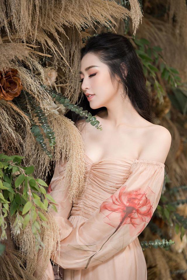 Á hậu Tú Anh,Tiến Linh,bóng đá Việt Nam
