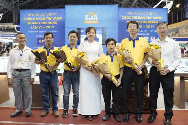 PNJ thắng lớn tại Bàn tay vàng ngành kim hoàn 2019