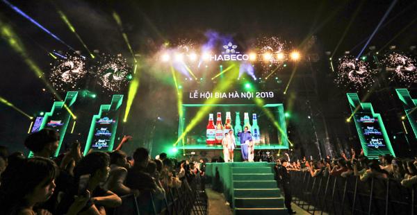 Hàng ngàn du khách 'cháy' trong Lễ hội Bia Hà Nội 2019