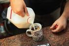 Con người có thể dùng sữa gián thay cho sữa bò
