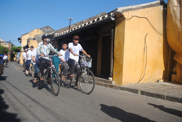 Hoi An,walking streets,foreign tourists,Car Free Day,riding bicycles