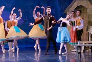 "Vietnam's ""ballet prince"" dreams of introducing Vietnamese ballet abroad"