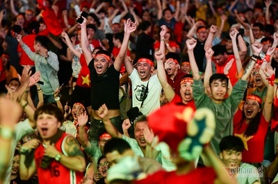 Bất ngờ cấm đường vào trung tâm Sài Gòn, cổ vũ Việt Nam đấu Thái Lan