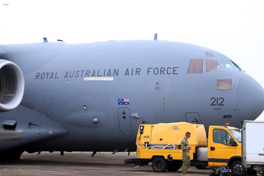 Khám phá siêu vận tải Úc đưa quân nhân Việt Nam đi gìn giữ hòa bình