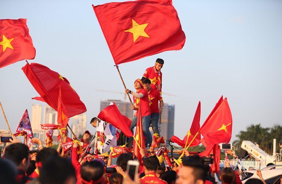 Việt Nam vs Thái Lan: Tiến Linh sát cánh cùng Văn Toàn