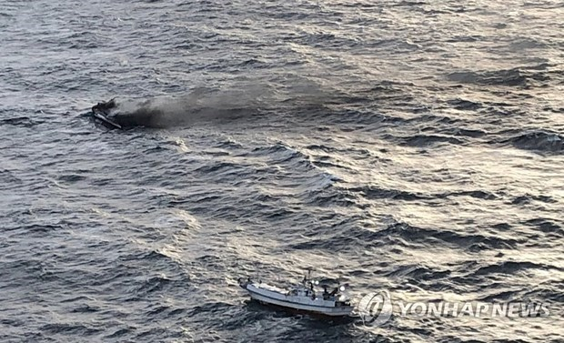 fishing boat catching fire,Jeju island,one person dead,11 other unaccounted for,Six Vietnamese fishermen missing,Korean maritime police,crew members