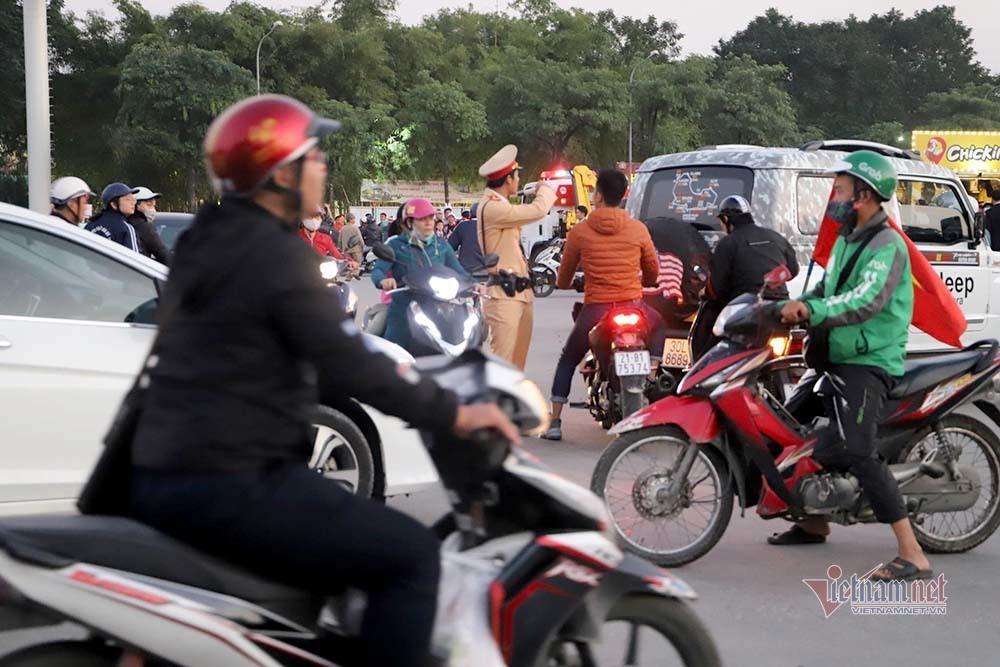 An ninh dày đặc quanh SVĐ Mỹ Đình trước trận Việt Nam vs Thái Lan