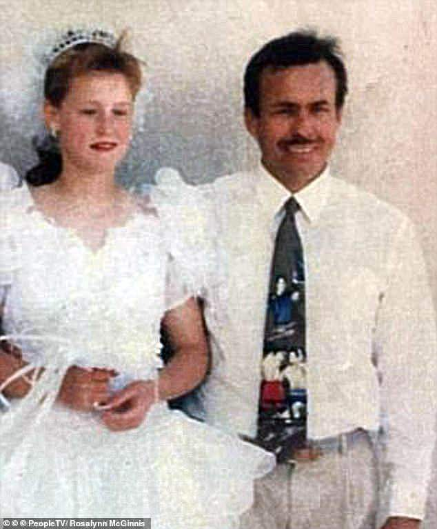 Cô gái bị cha dượng bắt cóc năm 11 tuổi, sinh 9 đứa con, được cứu nhờ người lạ