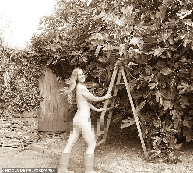 Những cô nông dân chụp ảnh lịch khoả thân làm từ thiện
