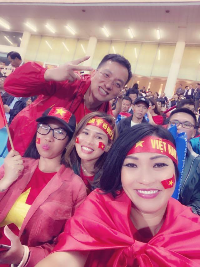 'Trọng tài bất công, Văn Lâm xứng đáng thưởng 100 triệu'