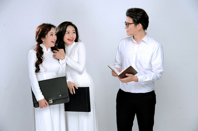 Thúy Nga, Mạnh Cường, Lê Lộc chụp ảnh kỷ niệm ngày 20/11