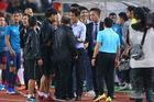 HLV Thái Lan xin lỗi thầy Park sau hành động khiêu khích