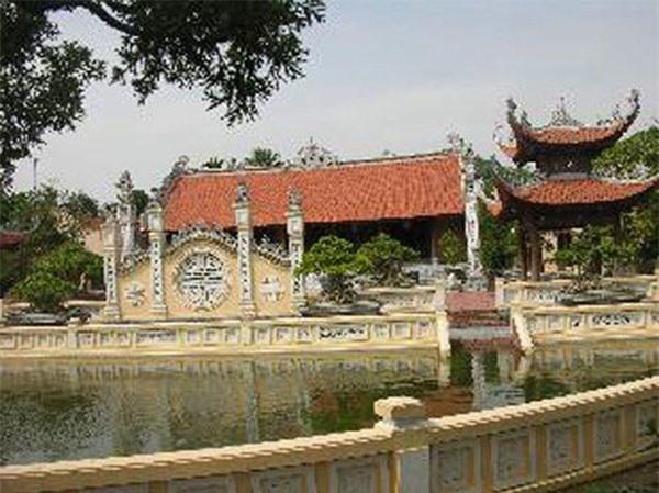 4 đại gia Việt giàu kếch xù, bỏ ra hàng trăm tỷ xây biệt thự dát vàng