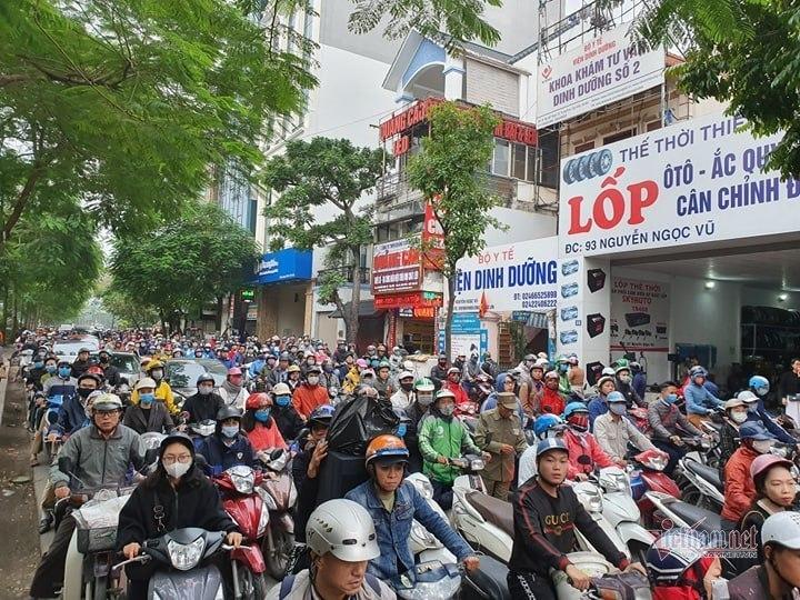 Ùn tắc nghiêm trọng ở các tuyến đườngLê Văn Lương, Nguyễn Ngọc Vũ, Láng