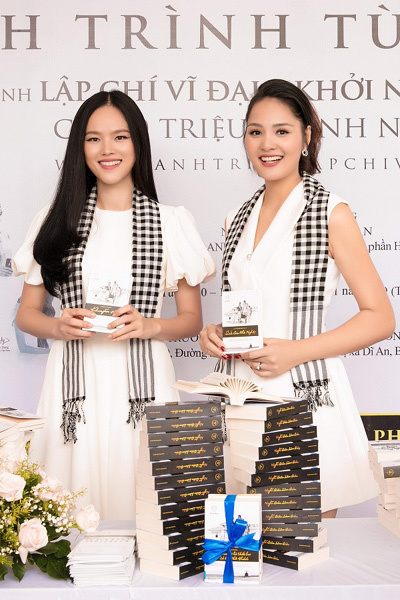 Hoa hậu Hương Giang: 'Tặng sách quý để cùng nâng tầm tri thức'