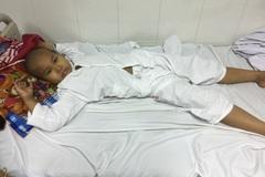 Con ung thư, ông bố dân tộc bán hết ruộng nương vẫn không có đủ tiền phẫu thuật