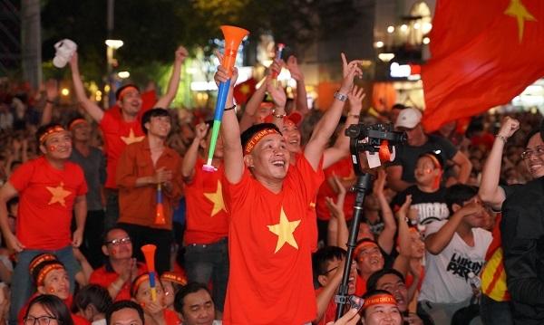 'Chảo lửa' giữa lòng Sài thành 'cháy rực' cùng tuyển Việt Nam