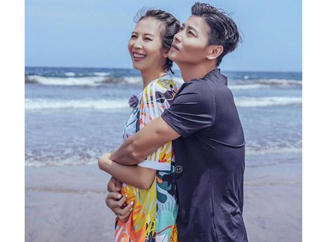 Hoa đán Hong Kong sinh con thứ 3 ở tuổi 46