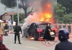 Mercedes cháy rực làm 1 người chết: Nữ tài xế đi giày cao gót trình diện