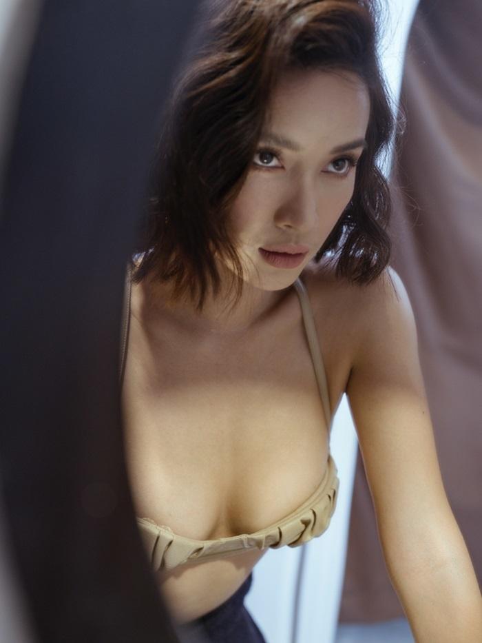 'Cô gái vàng trong làng ăn cưới' showbiz Việt chụp ảnh gợi cảm, không chạnh lòng vì mãi vẫn độc thân