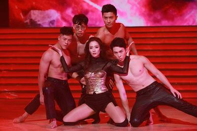 TVB sinh nhật âm thầm, Á hậu Hong Kong nhảy sexy mừng khánh đài