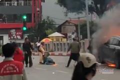 CSGT lao vào cứu người mắc kẹt trong vụ cháy Mercedes