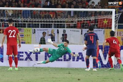 Cầu thủ Việt Nam đóng thuế thu nhập như thế nào từ tiền tặng thưởng?