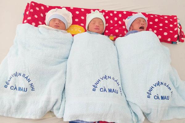 Sản phụ 24 tuổi sinh 3 bé trai, mỗi bé đều nặng trên 2kg