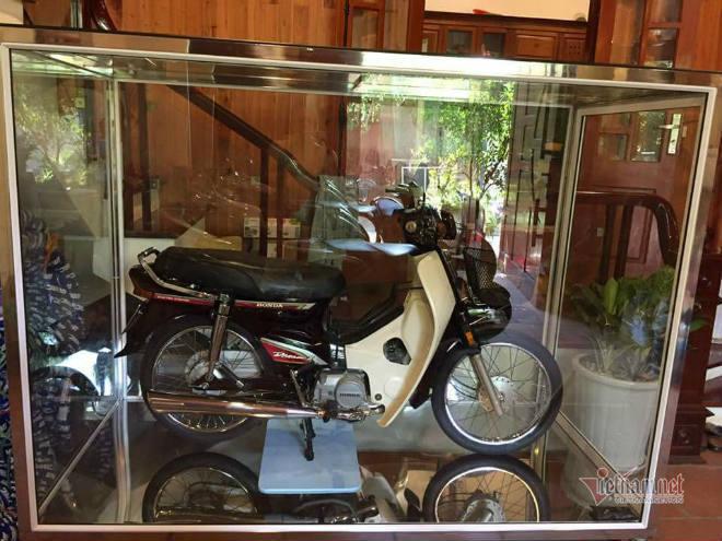 Đại gia Việt trưng xe trong tủ kính gây sốt