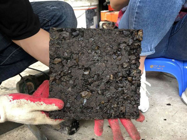 Students turn discarded plastic bags into bricks