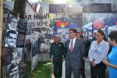 Bộ trưởng Quốc phòng Mỹ thăm di tích nhà tù Hỏa Lò