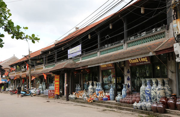 Bat Trang a star of Hanoi craft village tourism