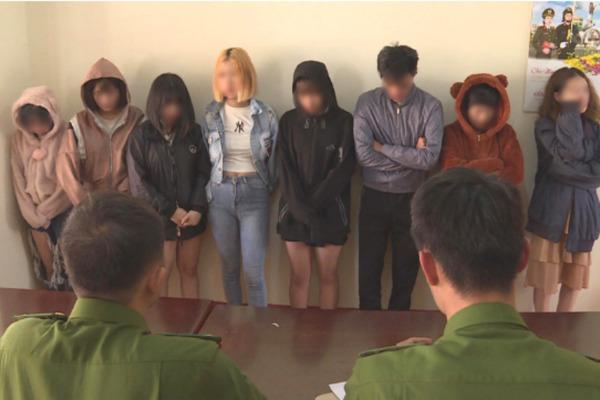 7 nữ, 1 nam mua ma túy mở tiệc sinh nhật ở quán karaoke phố núi