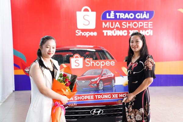 Khách hàng Shopee may mắn nhận xế Hyundai Accent