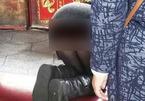 Mặc đồ quá ngắn đi lễ chùa, cô gái bị chỉ trích dữ dội