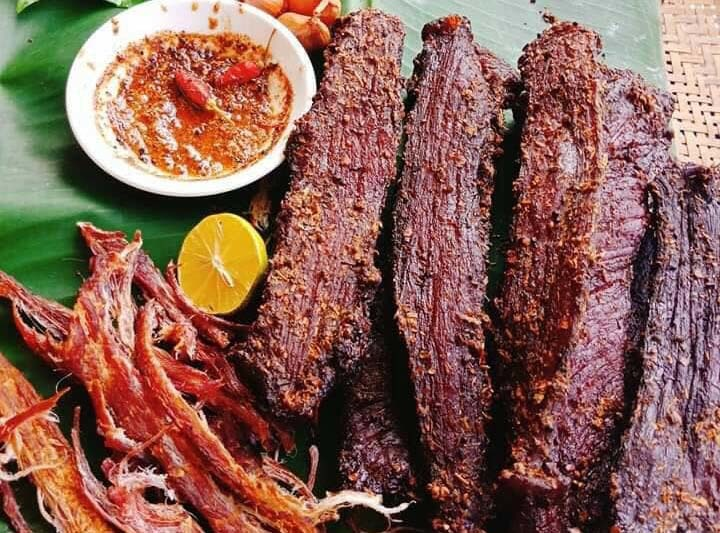 Thịt lợn tăng giá chưa từng có, thịt gác bếp giá lại rẻ đáng ngờ