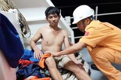 Cứu 11 người trên tàu than mắc cạn giữa biển sóng cao 3m ở Vũng Tàu