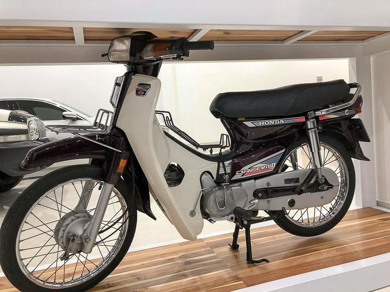 Dân chơi Lâm Đồng biến nhà thành bảo tàng xe cổ triệu đô
