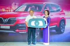 Vinfast tặng xe Lux SA2.0 phiên bản cao cấp cho HLV Park Hang Seo