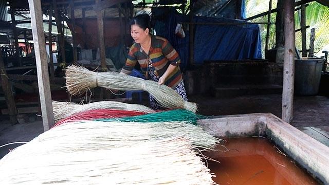 Coming to Tan Chau to buy uzu mats