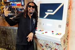 Rapper Lil Jon bị câu lưu ở Tân Sơn Nhất vì mang quá nhiều vàng