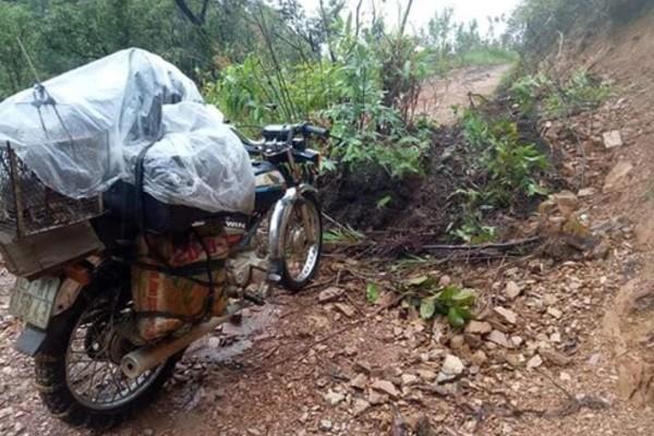 Lốp xe 'độ xích', vượt đầm lầy đến lớp học giữa núi rừng