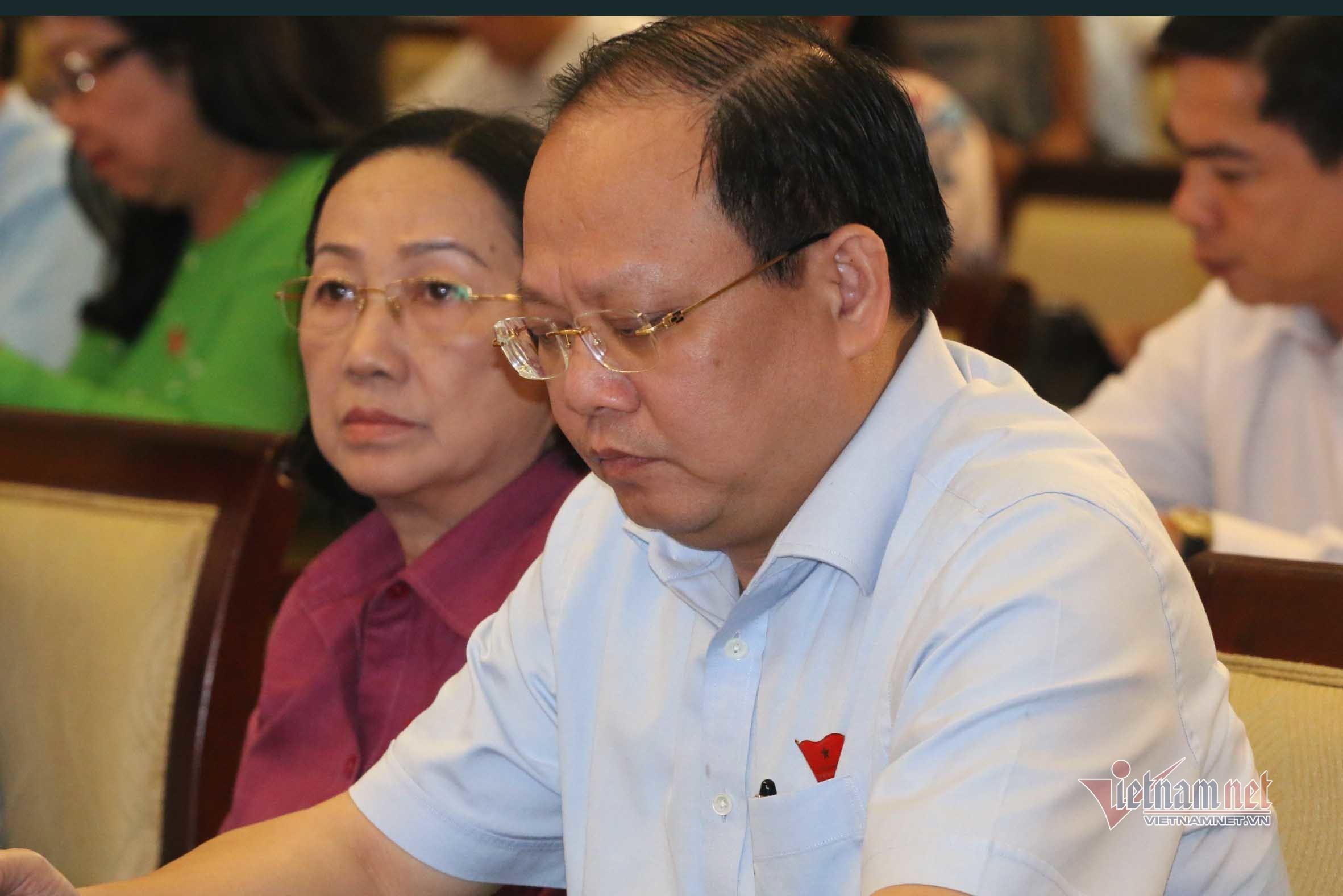 Ông Tất Thành Cang lại vắng mặt tiếp xúc cử tri vì 'bận đột xuất'