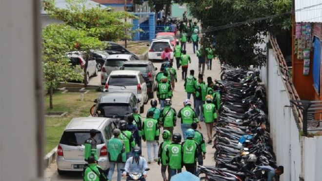 Motorcycle taxi drivers storm Indonesia hospital to get baby's body
