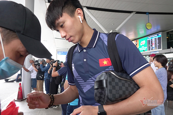 U22 Việt Nam: Thầy Park gạt Văn Hậu vì... quá quan trọng!
