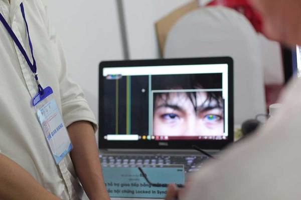 VN students design system helping patients communicate with eye movement