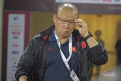 """Thầy Park bối rối vì """"gà son"""" của... HLV Chung Hae Seong"""