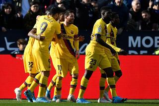 """Messi """"tịt ngòi"""", Barca chật vật giành 3 điểm"""