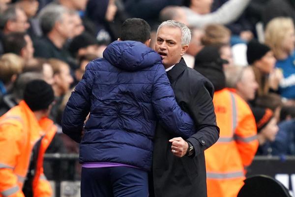 Tottenham trỗi dậy: Vì ông là Jose Mourinho!